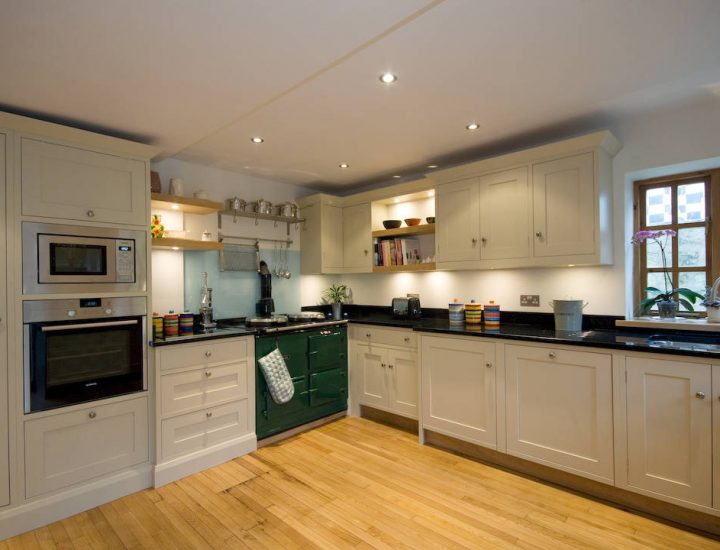 Traditional Kitchens and kitchen furniture
